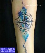 手臂内侧彩色泼墨指南针纹身图案