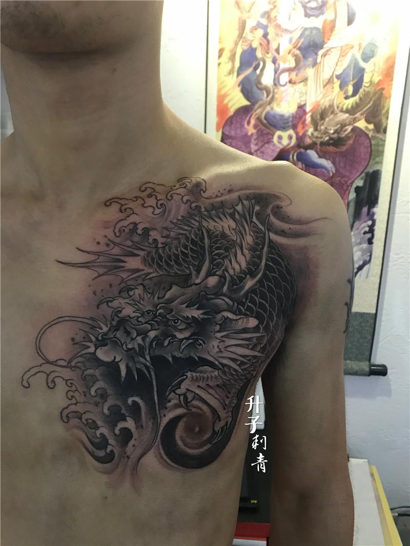 胸口遮盖纹身鳌鱼纹身图案