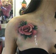 美女胸口植物玫瑰花纹身图案