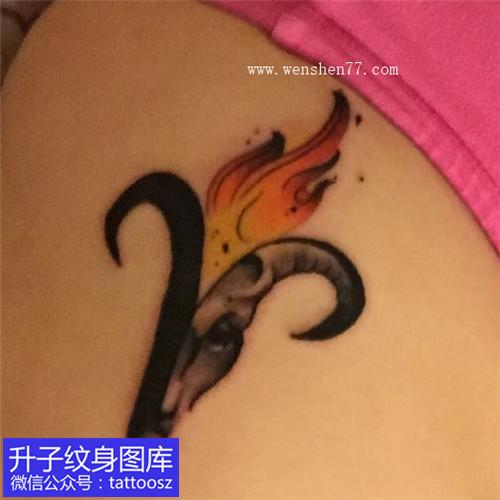 女性侧腰白羊座星座纹身图案