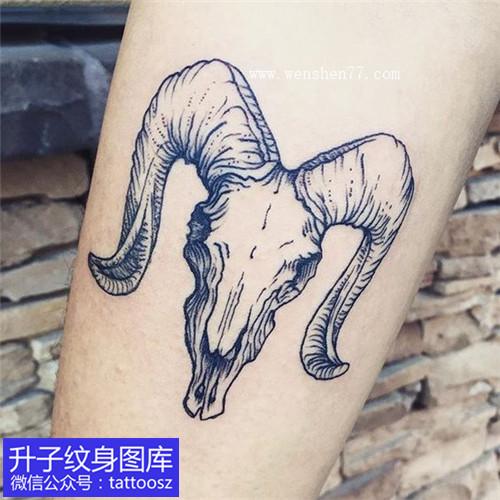 手臂羊头纹身图案