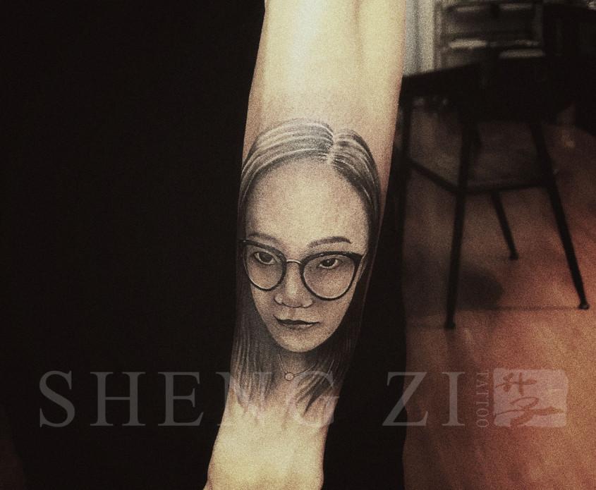 手臂素描肖像纹身图案
