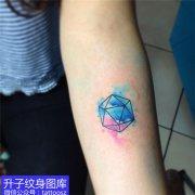 手臂内侧彩色泼墨纹身图案