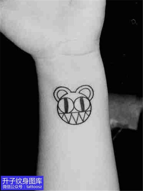 手腕小清新黑白卡通娃娃纹身