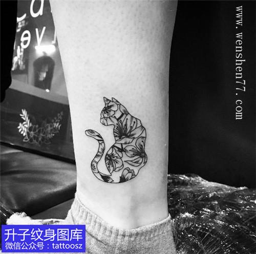 脚踝猫咪纹身图案