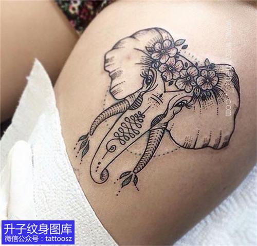 女孩大腿精致大象纹身图案