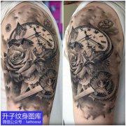 重庆大臂外侧纹身,玫瑰花齿轮钟表纹身图案推荐