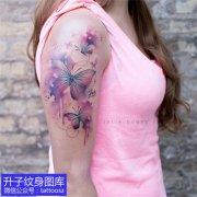 重庆小姐姐大臂外侧水彩泼墨蝴蝶纹身图案