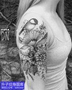 美女大臂外侧花鸟植物纹身图案大全
