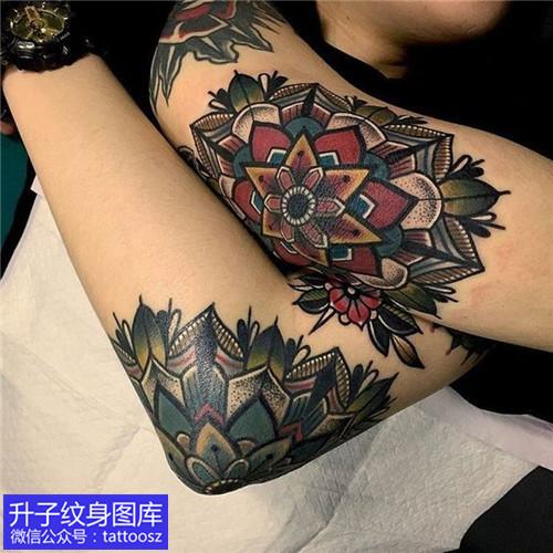 手道拐情侣彩色梵花纹身图案