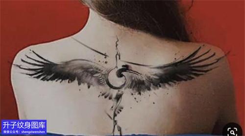 推荐两款后背水墨仙鹤纹身图案大全