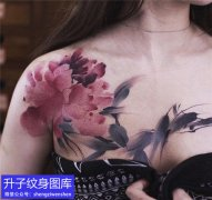 胸部纹身 美女胸部彩色水墨写意牡丹花纹身图案
