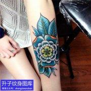 手臂植物花纹身图案