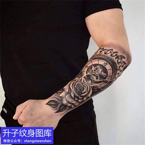 手臂钟表玫瑰花字母纹身图案