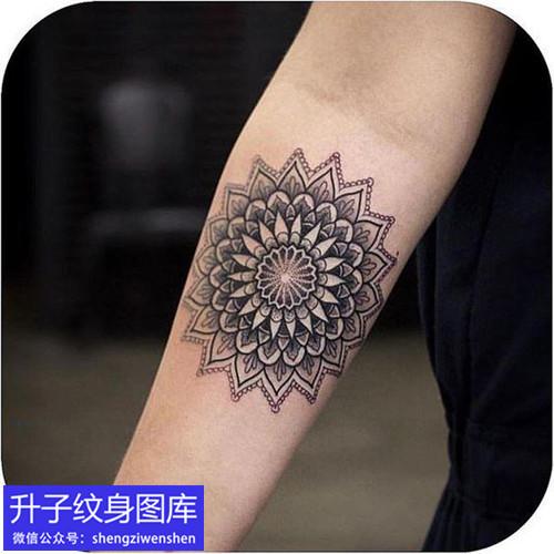 手臂内侧梵花纹身图案