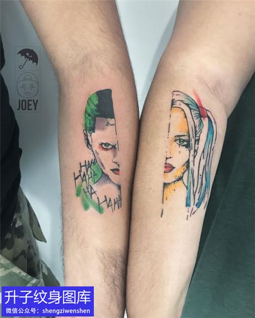 手臂内侧彩色卡通肖像纹身图案