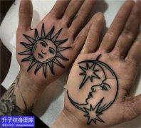 手掌心太阳月亮纹身图案