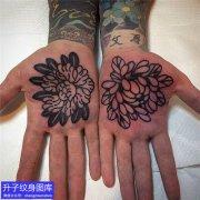 手掌心牡丹花菊花纹身图案