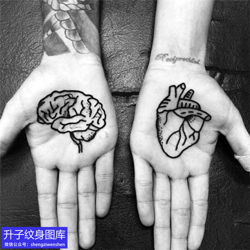 手掌心脑花心脏纹身