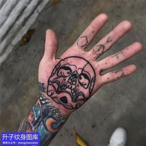 手掌心骷髅头纹身图案