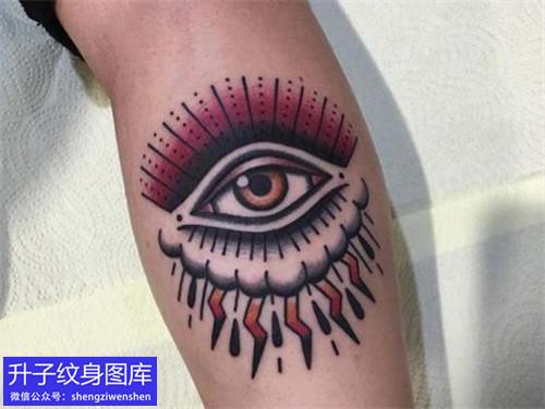 手臂彩色上帝之眼纹身图案