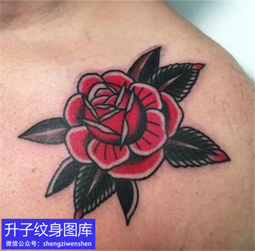 肩膀彩色old school玫瑰花纹身图案