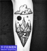 手臂内侧风景山石太阳云纹身图案