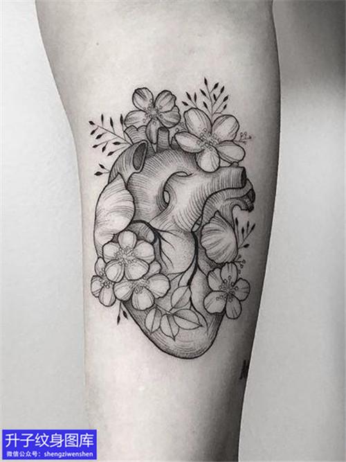 手臂内侧心脏纹身图案