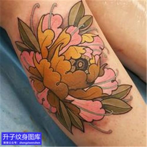 小腿外侧彩色new school牡丹花纹身