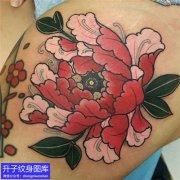 腿上彩色牡丹花纹身图案