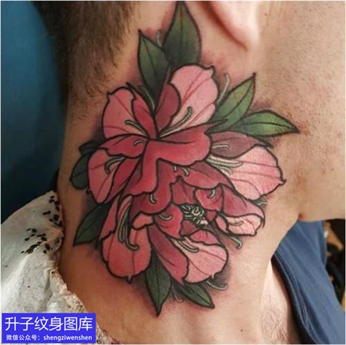 脖子彩色牡丹花纹身图案