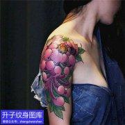 九街大臂外侧菊花纹身图案