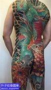 满背龙和菊花纹身图案
