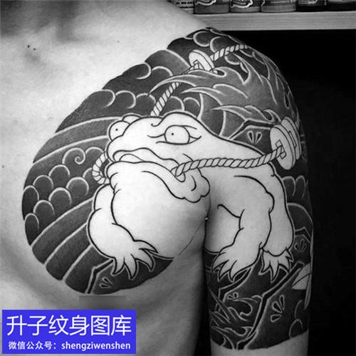 传统半甲金蝉纹身图案