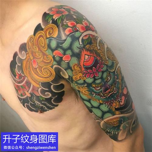 传统彩色传统唐狮纹身图案