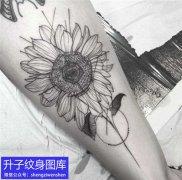 腿部植物向日葵纹身图案