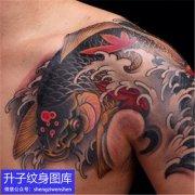 传统半甲鲤鱼枫叶纹身图案