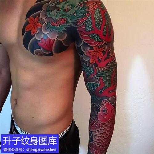 老传统花臂半甲龙与枫叶纹身