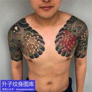 老传统彩色双半甲鲤鱼菊花纹身图案