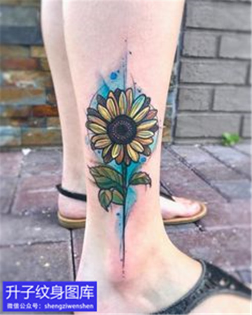 脚踝彩色向日葵纹身图案