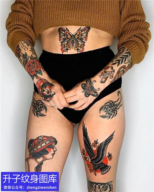 美女身上的old school纹身图案