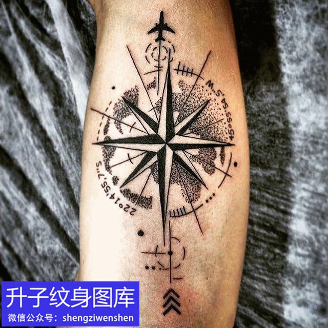 小腿外侧指南针纹身图案