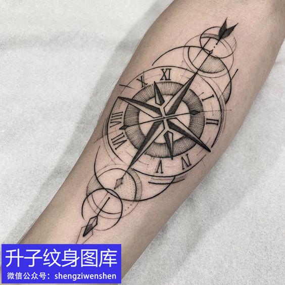 手臂内侧指南针纹身图案