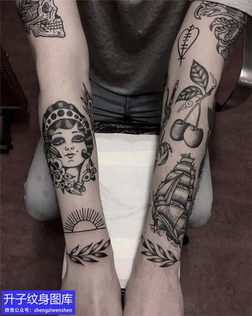 手臂黑灰old school纹身图案