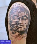大臂外侧佛与魔纹身图案