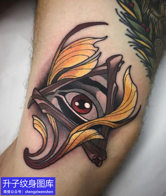 大臂内侧上帝之眼纹身图案