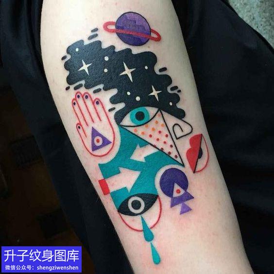 手臂别致组合彩色纹身图案