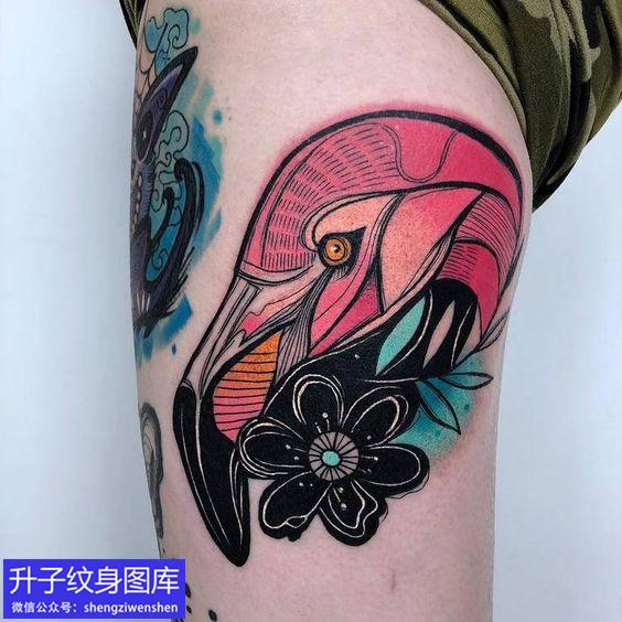 大腿彩色鹅纹身图案