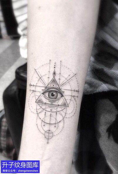 手臂简单清新版上帝之眼纹身图案