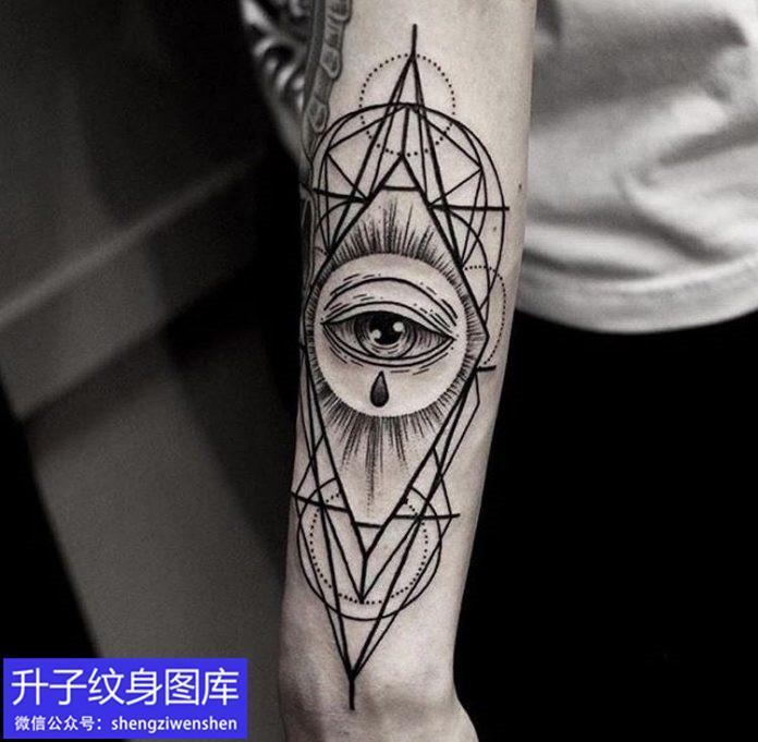 手臂外侧几何线条上帝之眼纹身图案
